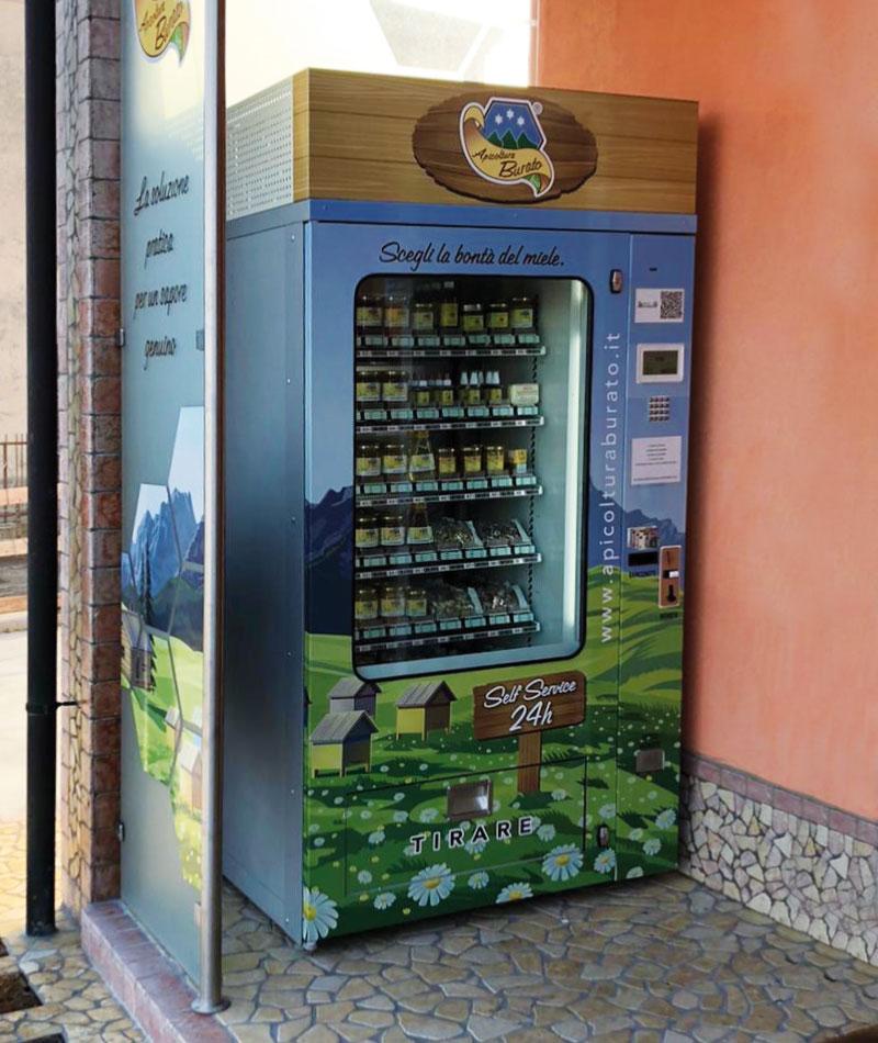 distributore automatico del miele presso lo spaccio di apicoltura burato